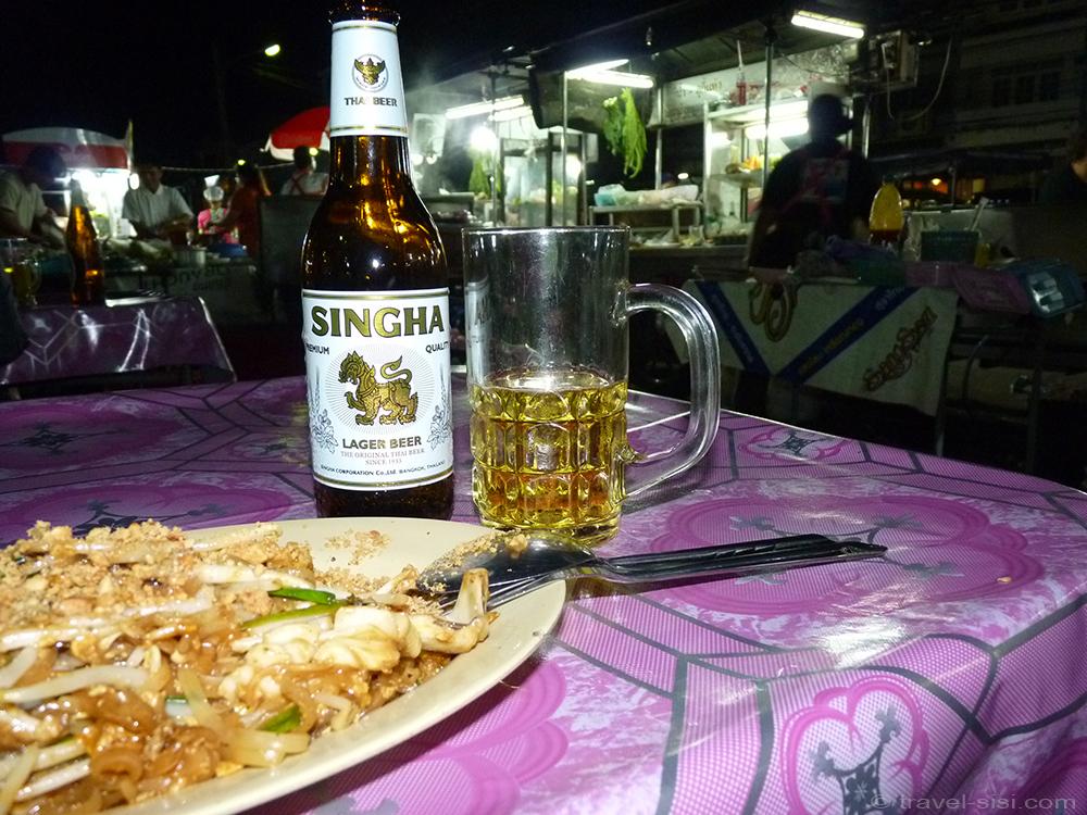 Abendessen beim Nachtmarkt in Krabi