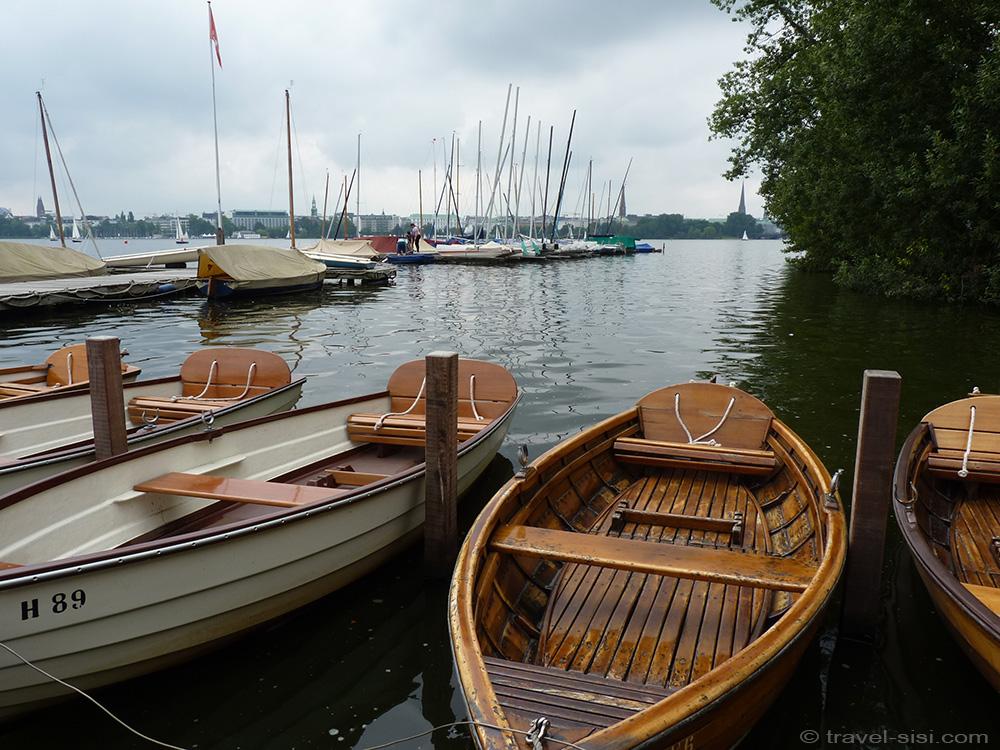 Holzboote an der Alster Hamburg