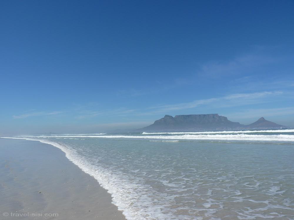 Blick auf den Tafelberg vom Traumstrand Kapstadt