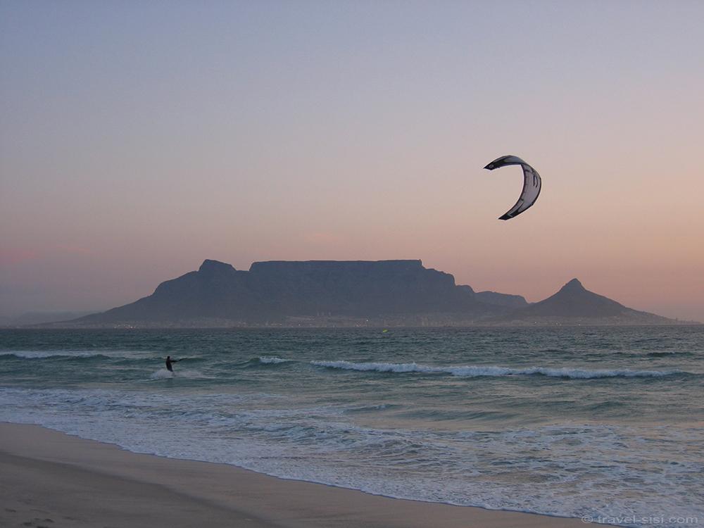 Kitesurfer am Traumstrand Kapstadt