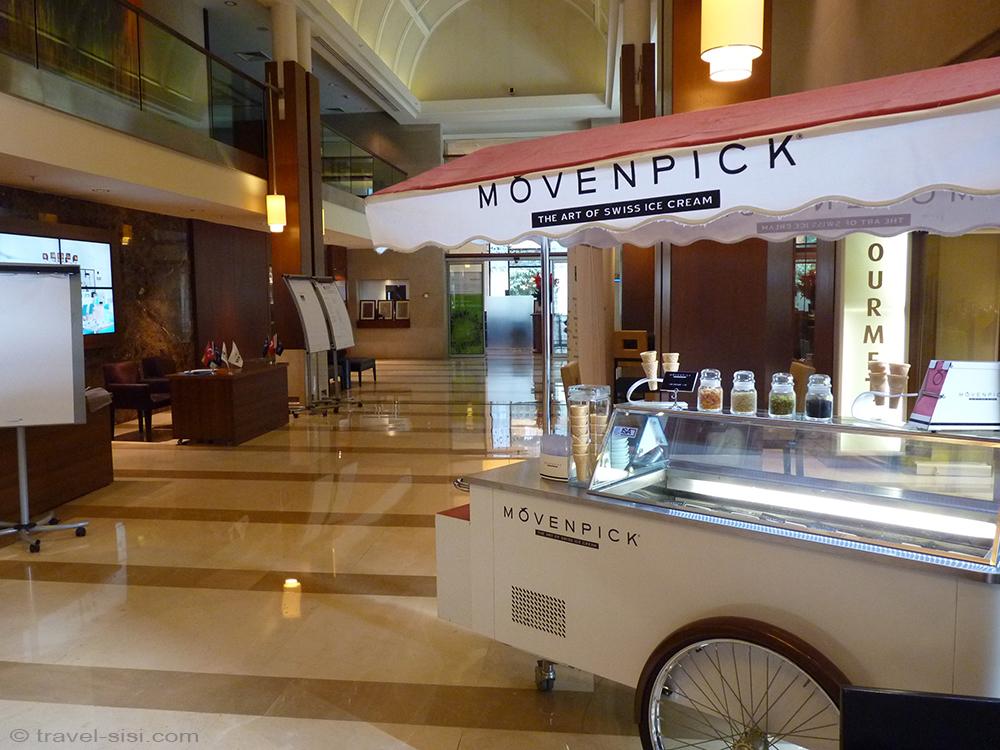 Eingangshalle Mövenpick Istanbul mit Eiswagen