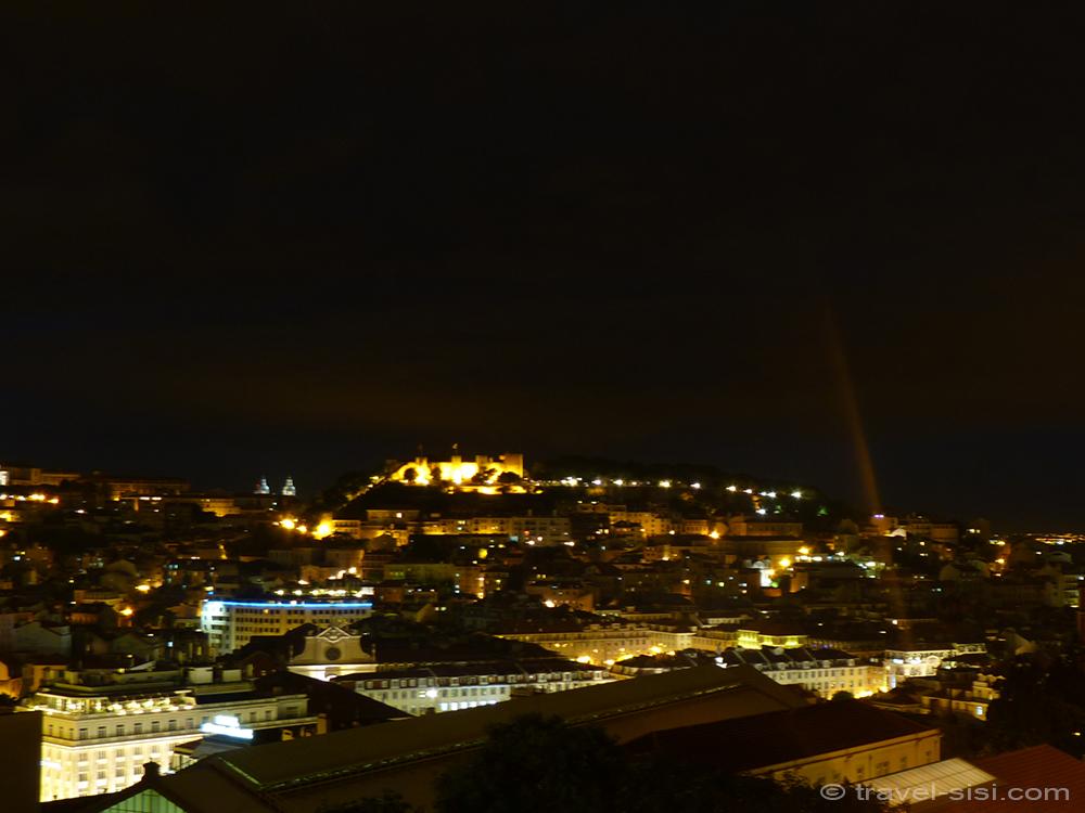 Blick über das nächtliche Lissabon