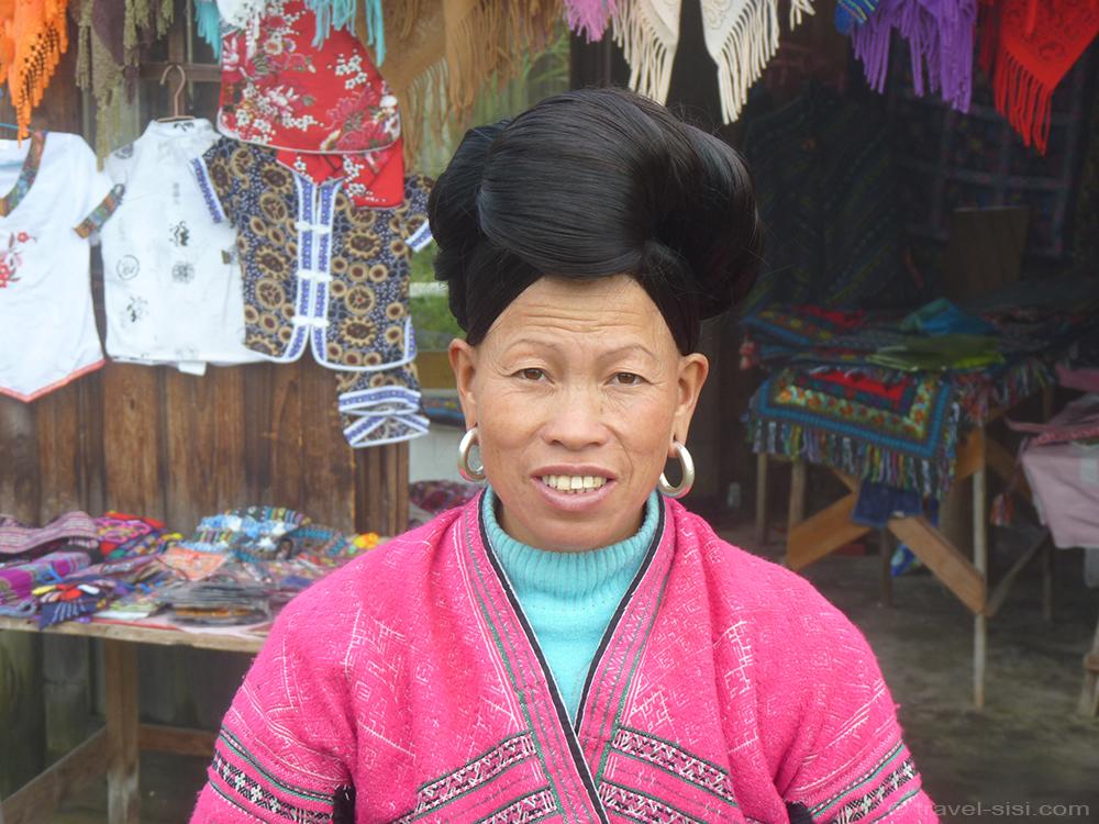 Perfekt frisierte Zhuang Frau