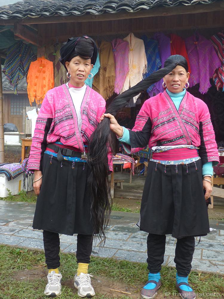 Zhuang Frauen die Haare sind offen