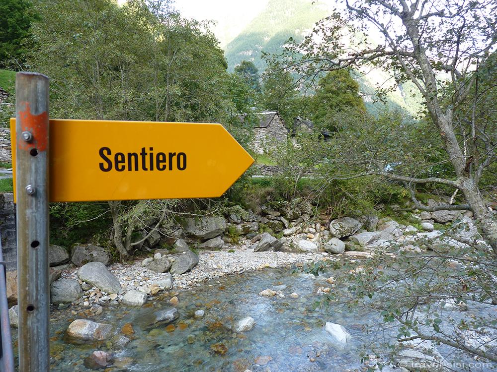 Wanderweg im Valle Verzasca Tessin