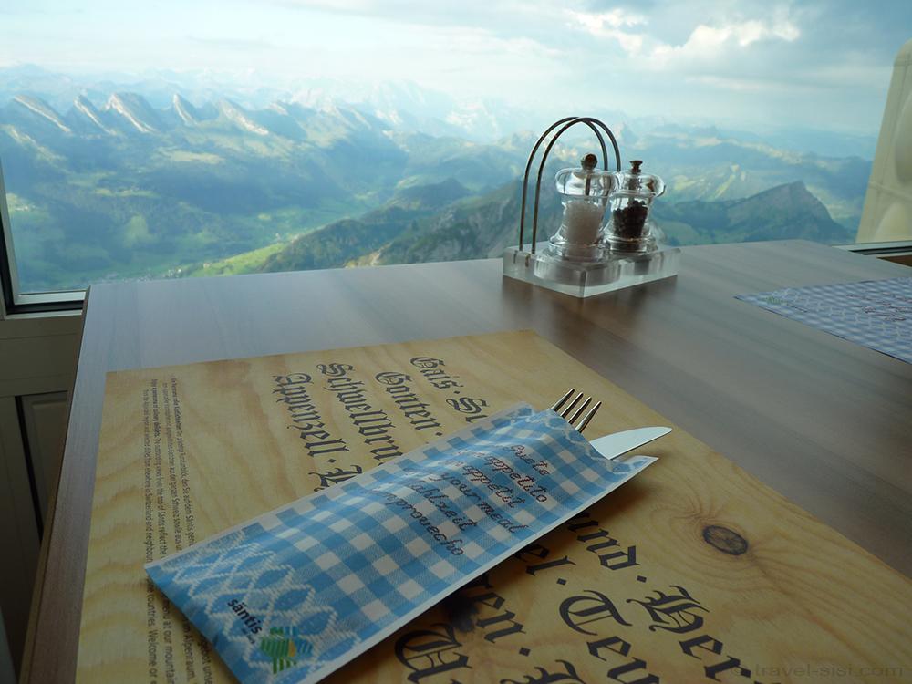 Ausblick vom Frühstückstisch auf dem Säntis