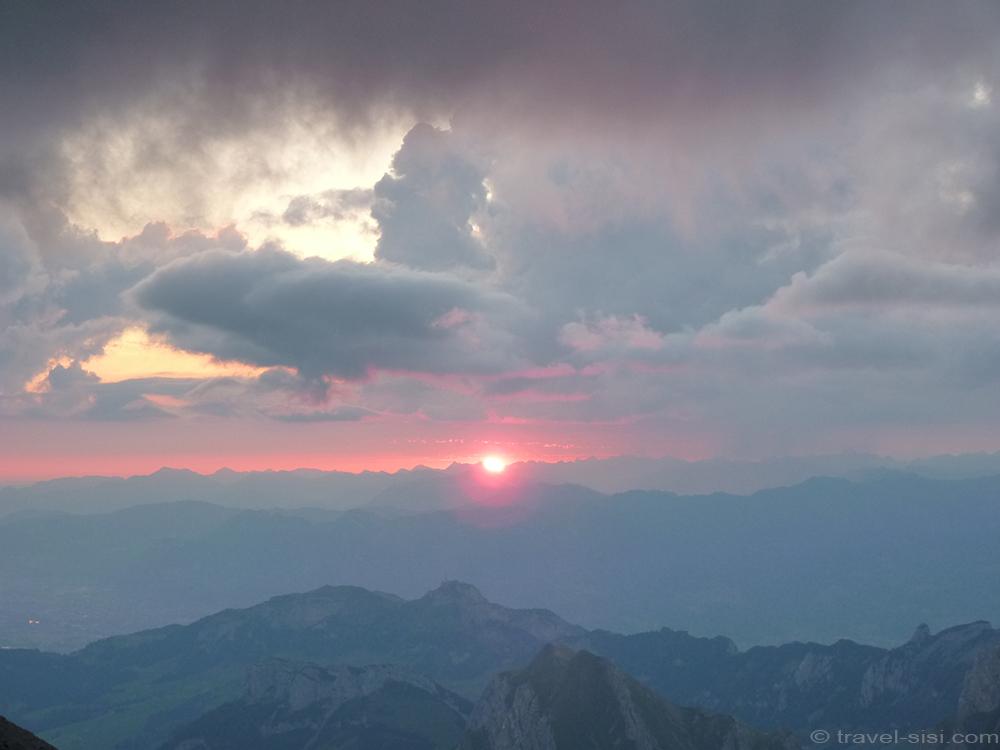 Die Sonne geht auf auf dem Säntis
