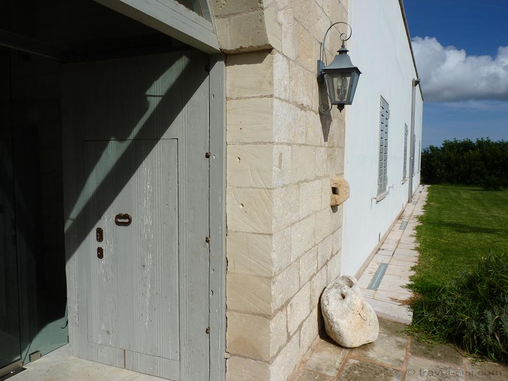 Eingang Masseria Giovanni Apulien