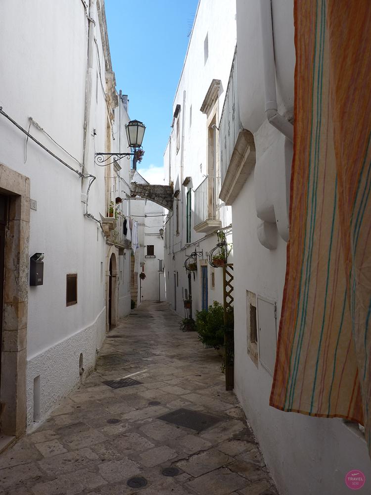 Gasse in Locorotondo in Apulien
