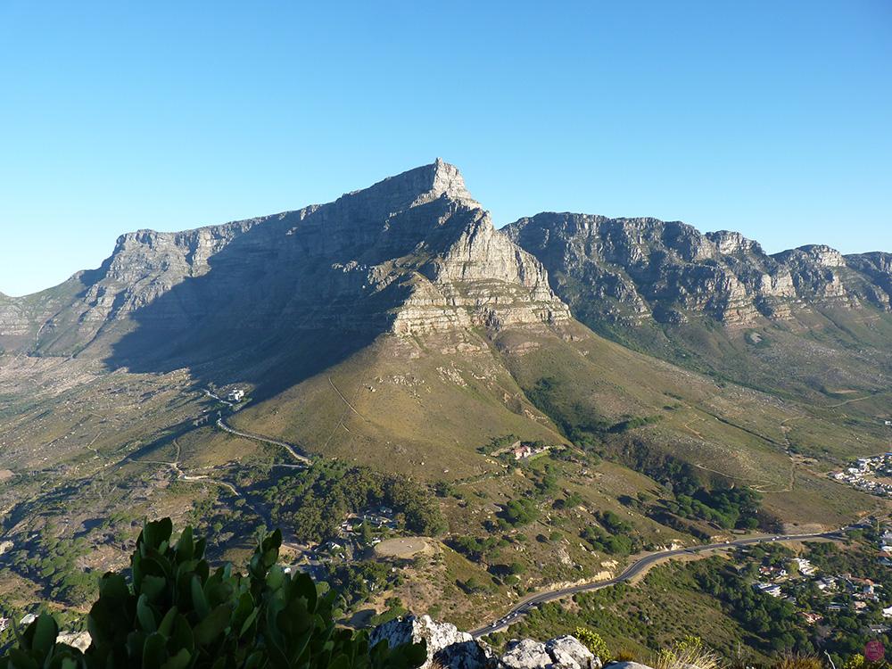 Blick vom Lions Head auf den Tafelberg in Kapstadt