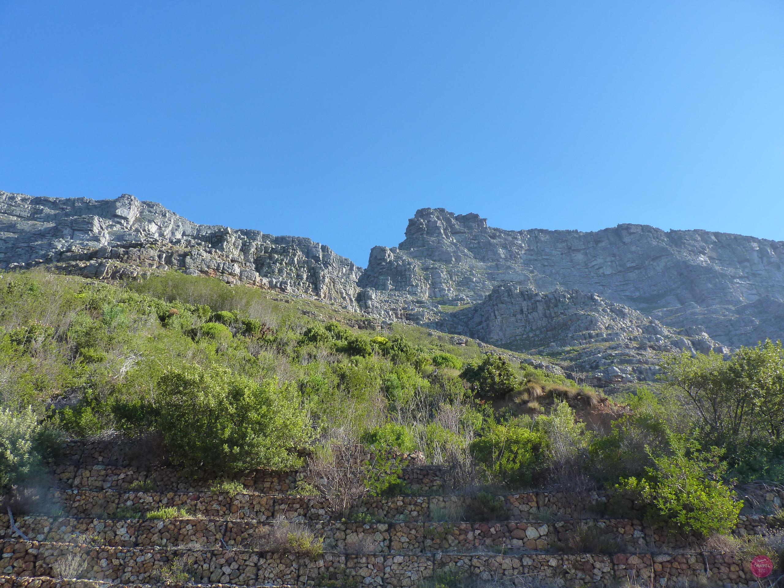 Blick von der Tafelbergstation zum Tafelberg in Kapstadt
