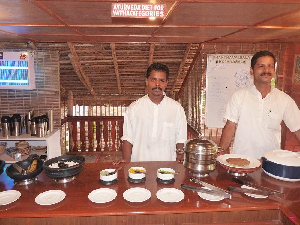 Ayurvedakur Kerala Buffet im Kaddapuram Beach Resort
