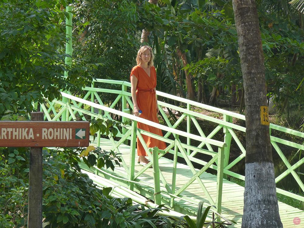 Ayurvedakur Kerala Travel Sisi im Ayurveda Kleid