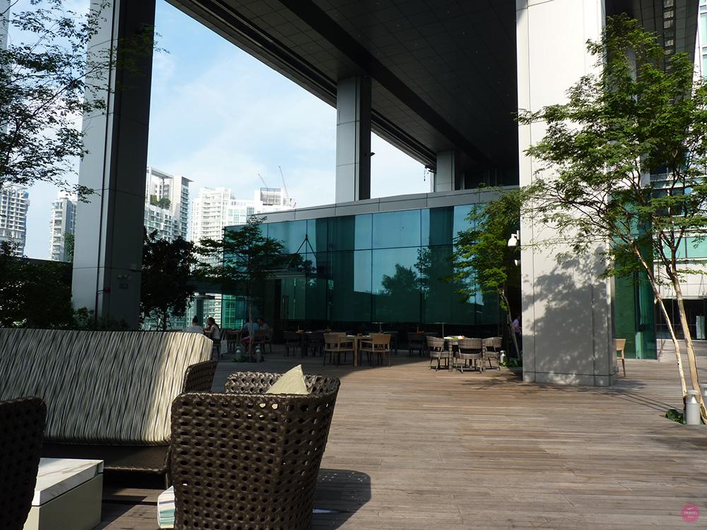 Hotel Jen Orchardgateway Singapur Aussensitzplatz beim Frühstück