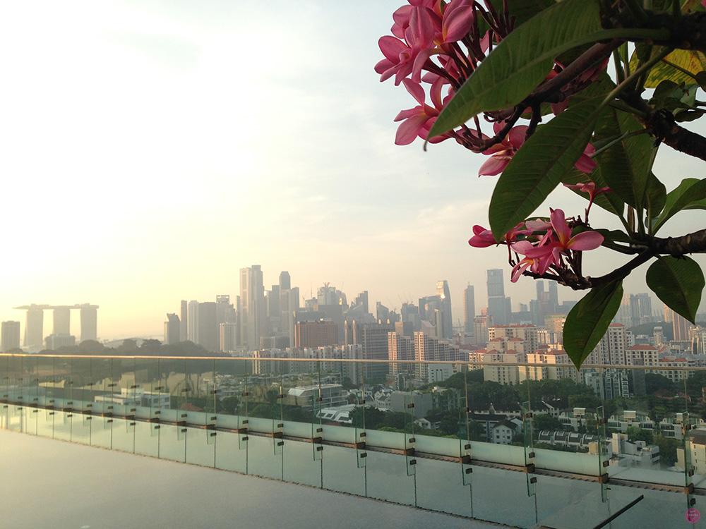 Hotel Jen Orchardgateway Singapur Blick über die Stadt vom Pool