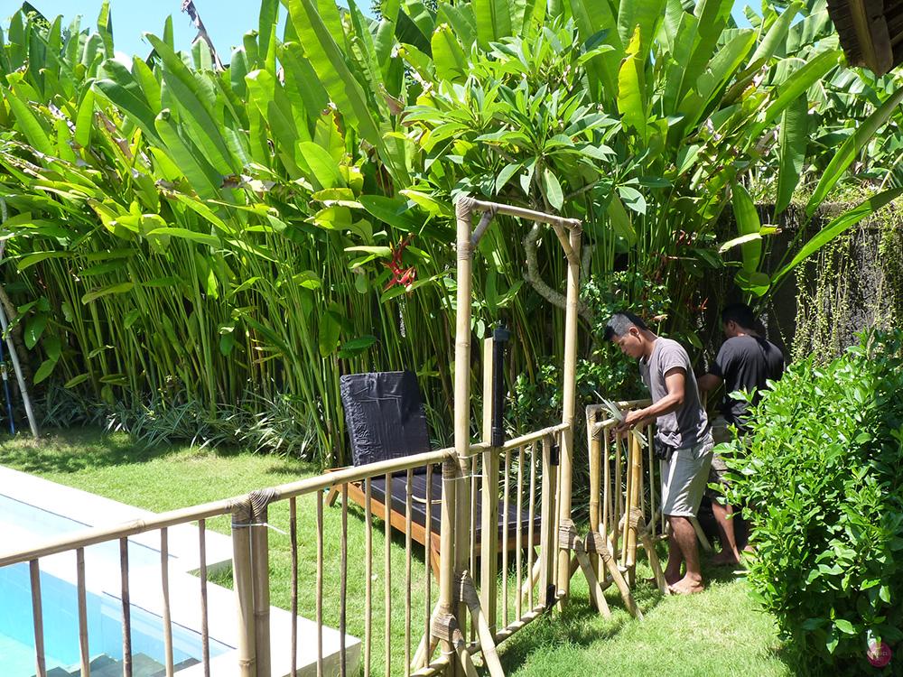 Mit Kleinkind in Bali Poolzaun von Balibaby