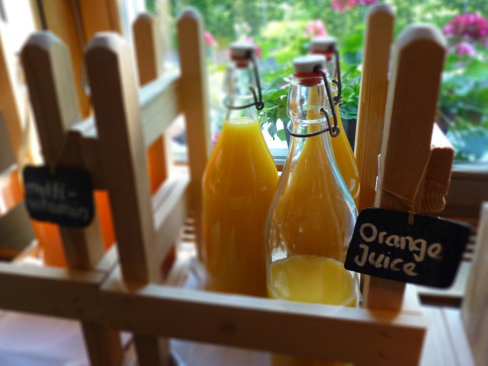 Hotel Alpenblick Bern Orangensaft beim Frühstück