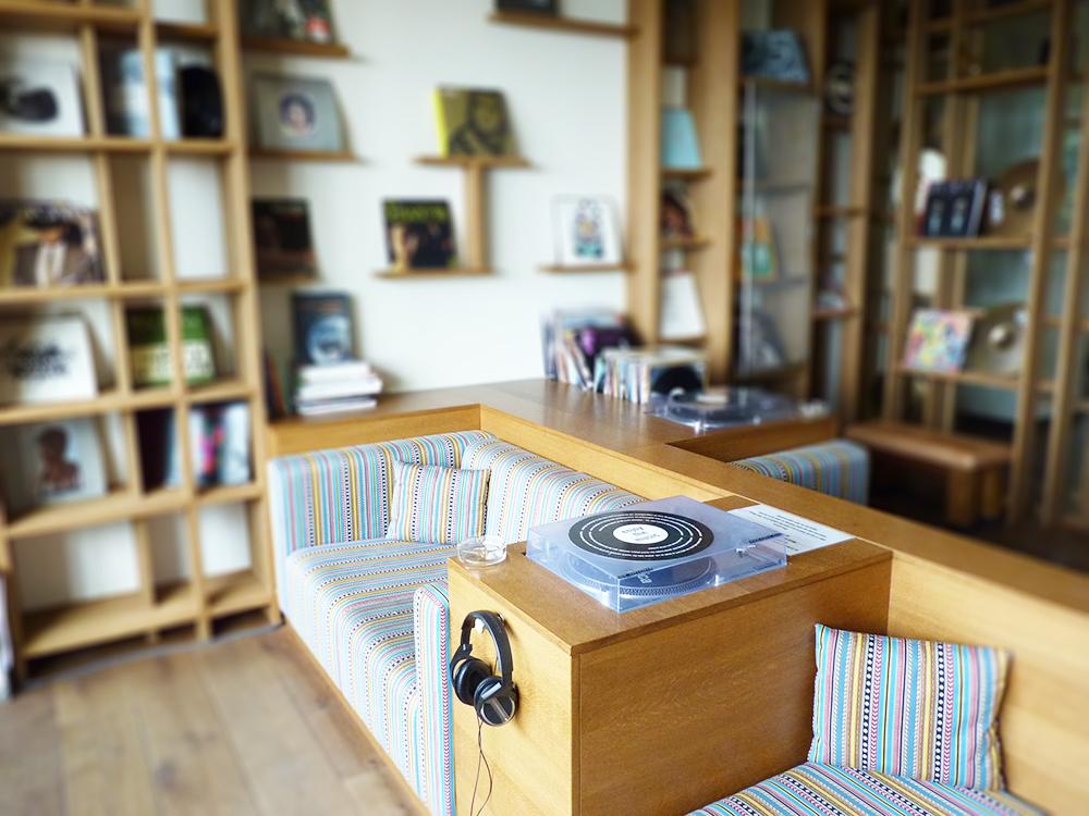 25hours-hotel-hafencity-vinyl-room