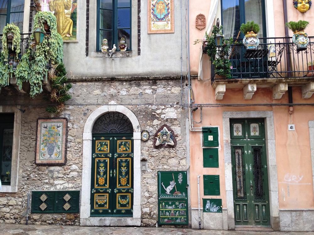 sizilien-reisetipps-dekoration-in-taormina