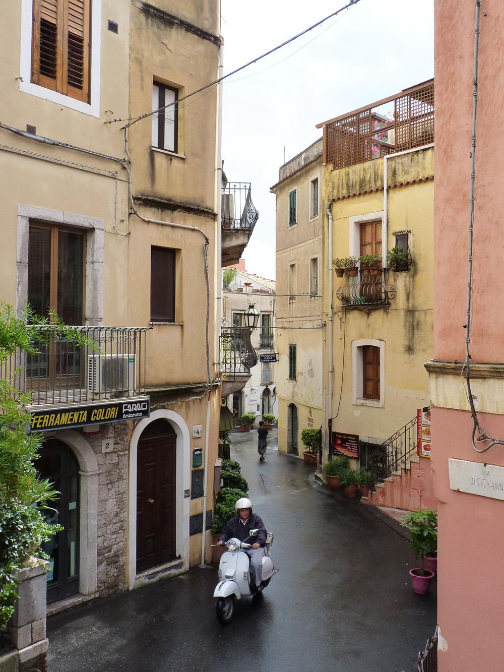 sizilien-reisetipps-die-gassen-von-taormina