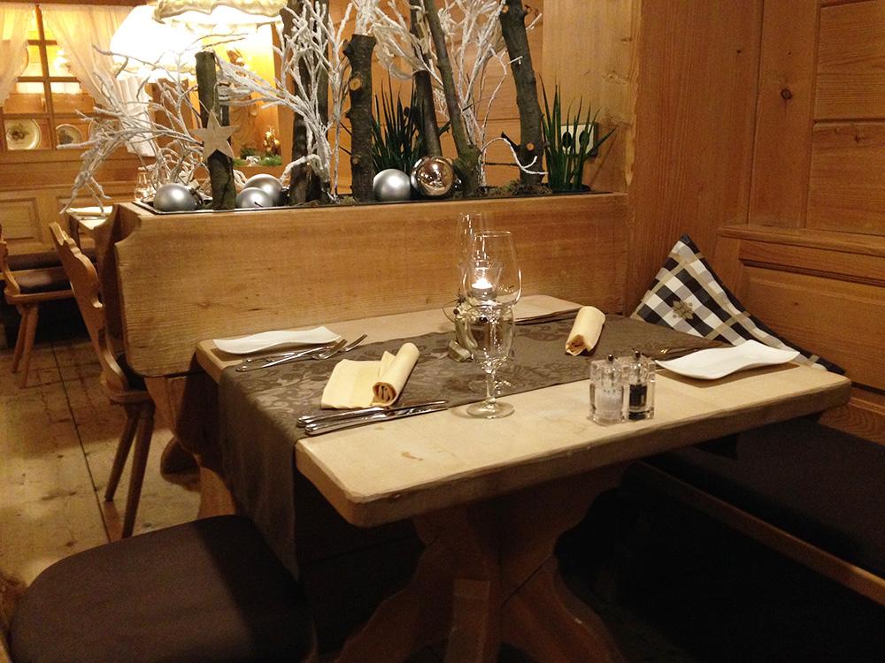 boutique-hotel-alemannenhof-weihnachtsdeko-im-speisesaal