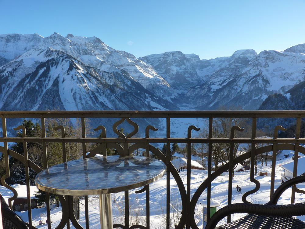 Märchenhotel Bellevue Aussicht vom Zimmer auf die Glarner Alpen