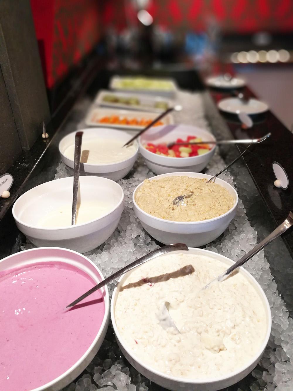 Märchenhotel Bellevue Müesli und frische Früchte beim Frühstück