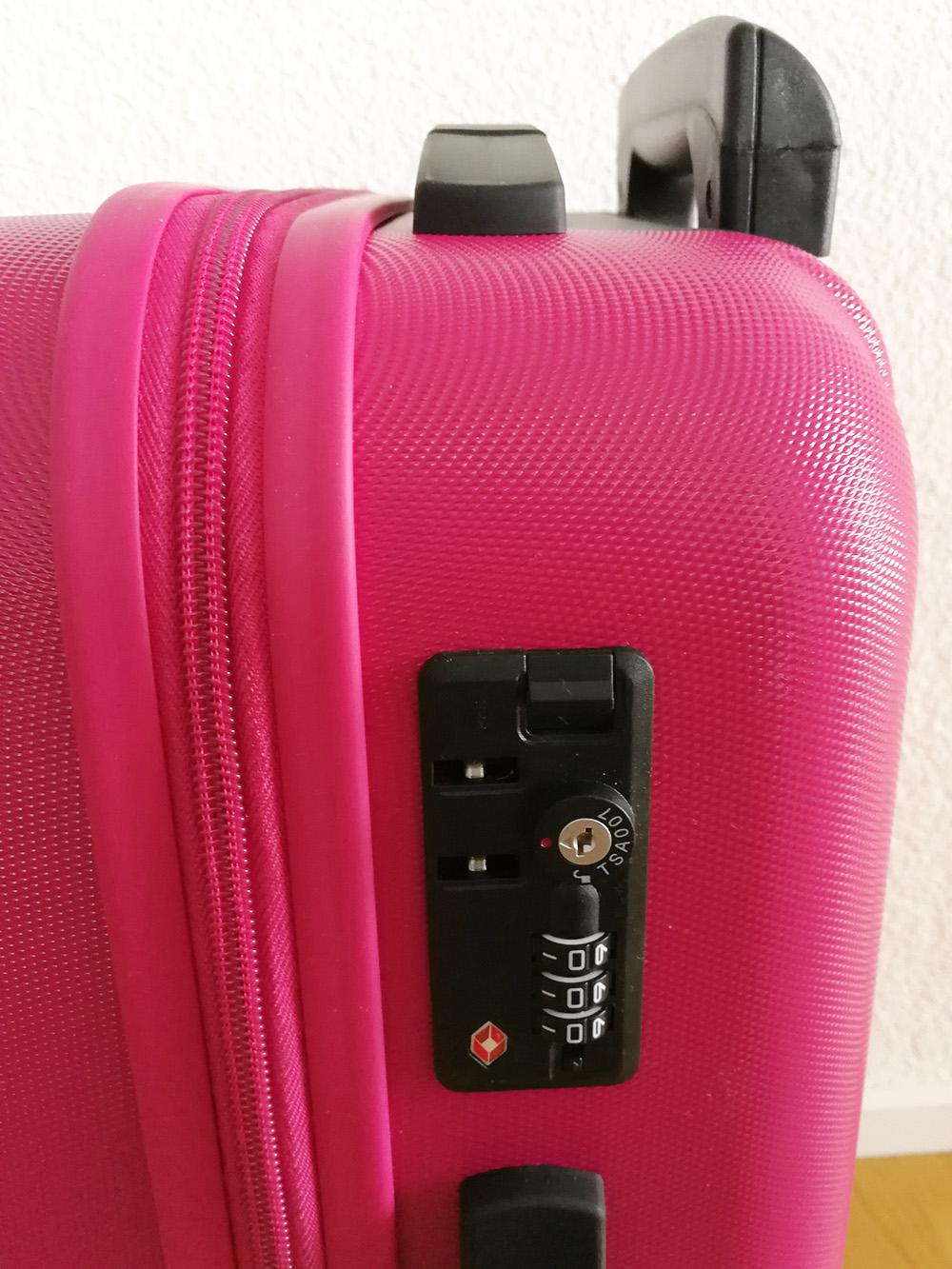 Mein neuer Koffer von koffer.ch hat ein Zahlenschloss