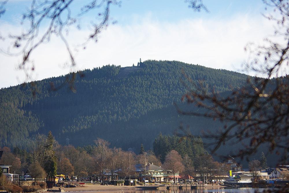 Reisetipps für den Schwarzwald im Winter Der Hochfirst ist der Hausberg von Titisee Neustadt