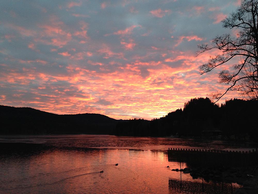 Reisetipps für den Schwarzwald im Winter Sonnenuntergang am Titisee