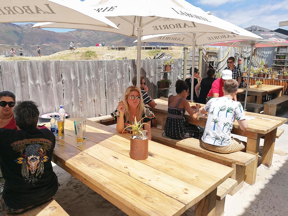 Kapstadts beste Märkte Bay Harbour in Hout Bay Sitzen auf der Terrase