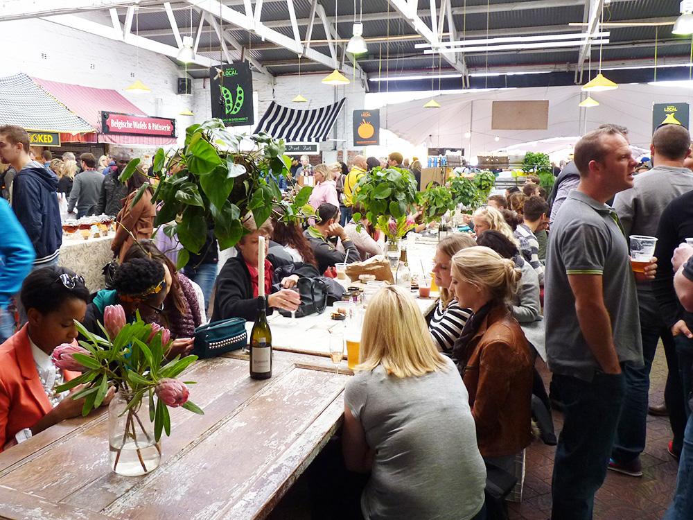 Kapstadts beste Märkte Neighbourgoods Market Tische
