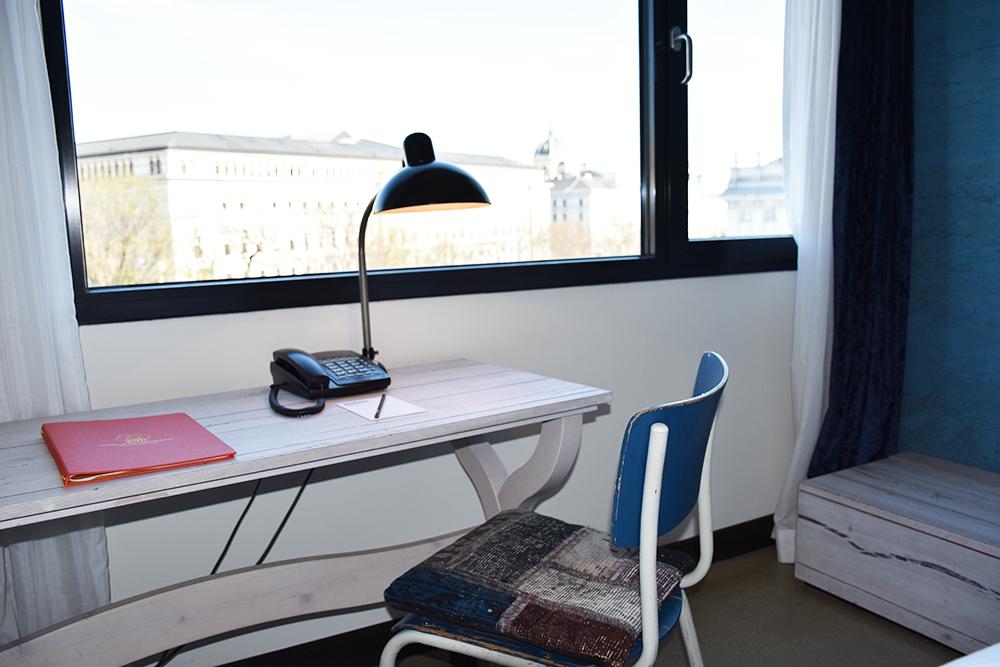 25hours Hotel Museumsquartier Wien Arbeitsplatz mit Aussicht