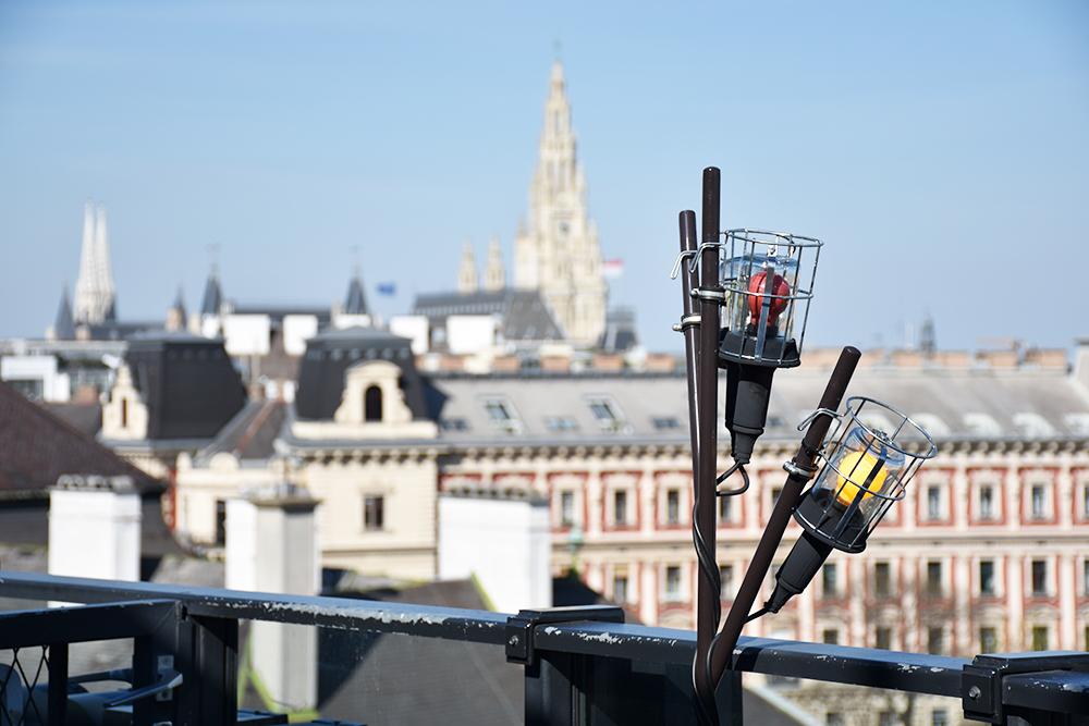 25hours Hotel Wien Museumsquartier Blick auf den Stephansdom vom Dachboden