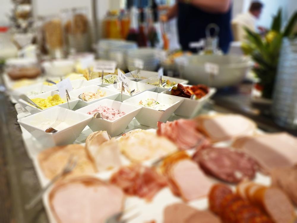 Hoteltipp SPO Bude54 Aufstriche und Wurst zum Frühstück