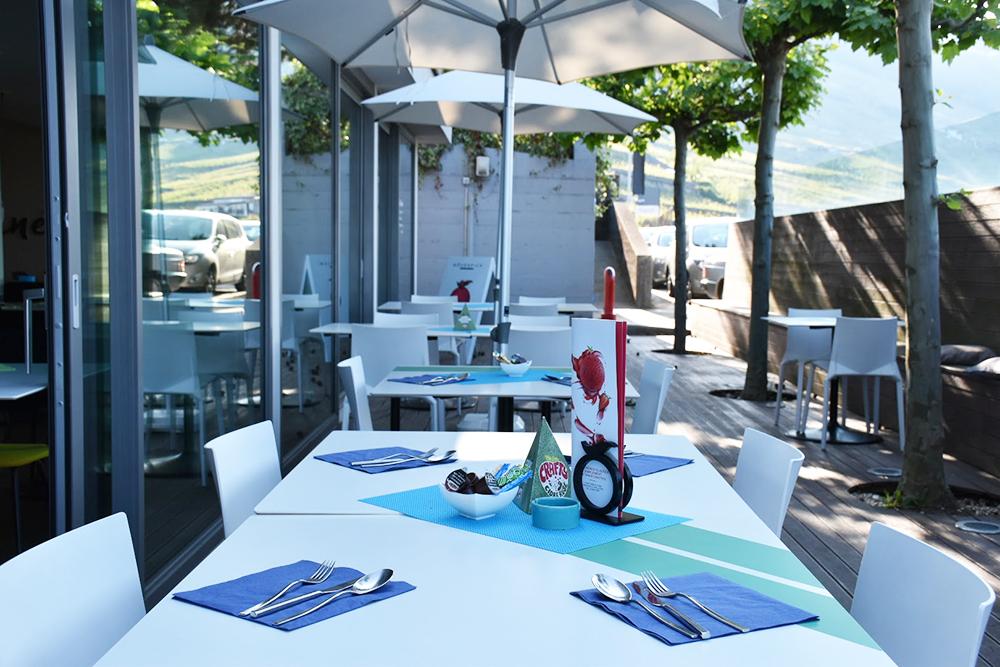 Hotel Lavaux Frühstück auf der Terrasse