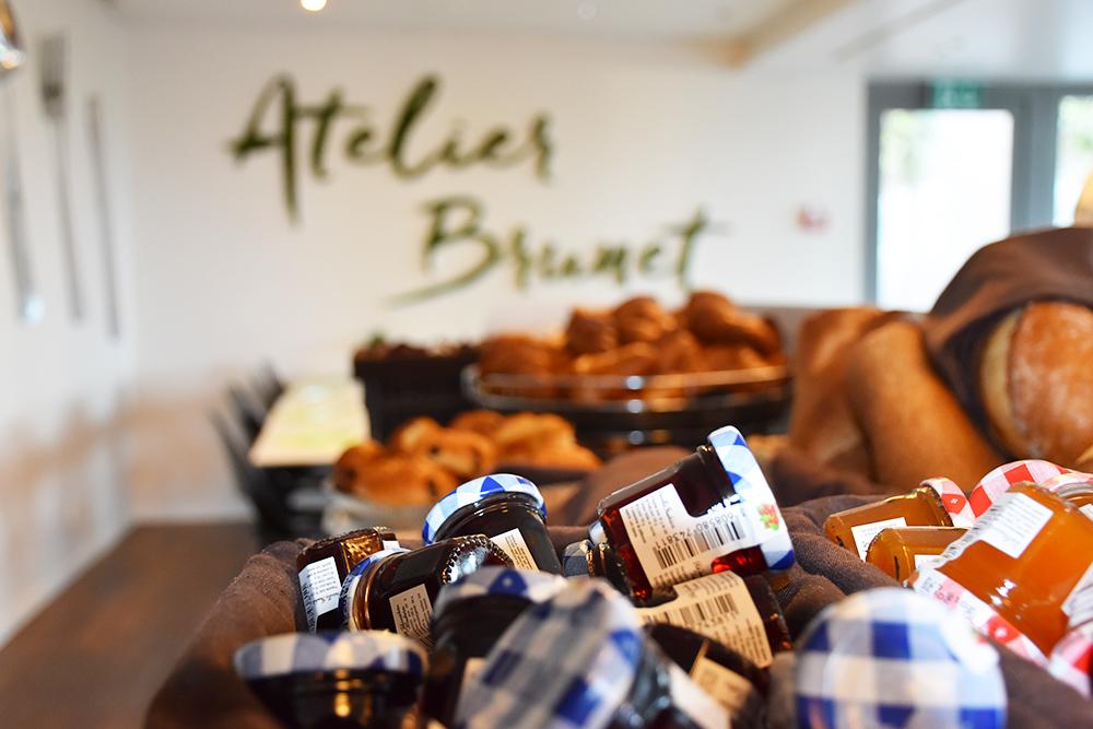 Hotel Lavaux Frühstück mit Marmelade und Croissant