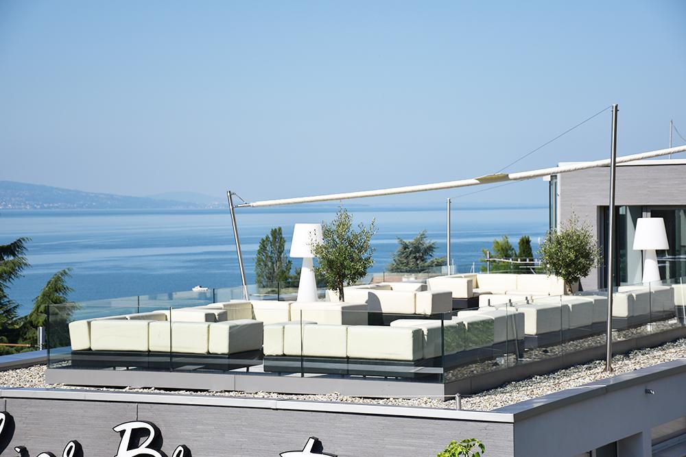 Hotel Lavaux Panoramaterrasse mit Blick auf den Genfersee und die Weinberge