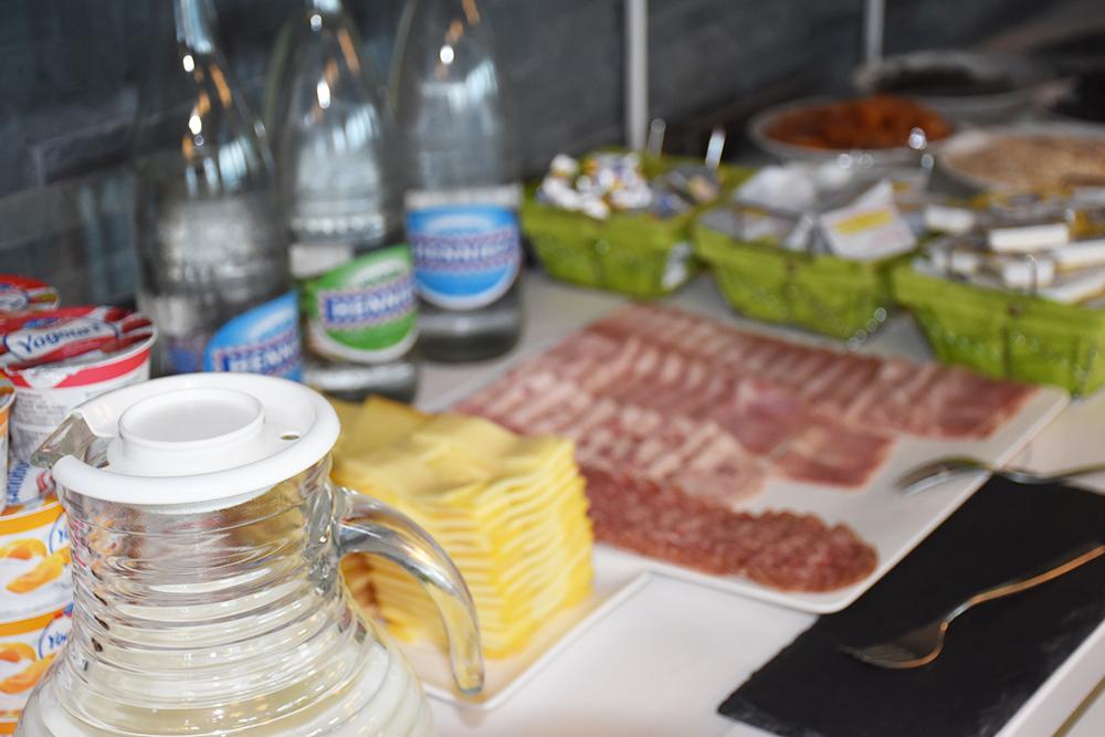Hotel Lavaux Wurst und Käse zum Frühstück