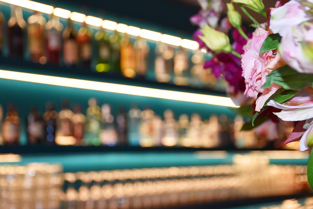 Hoteltipp Nomad Basel Blumen in der Eatery