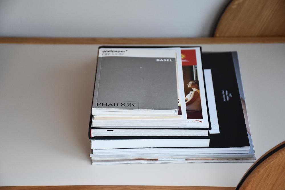 Hoteltipp Nomad Basel Buchauswahl im Zimmer