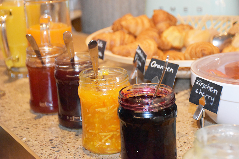 Hoteltipp Nomad Basel Marmelade & Brot zum Frühstück