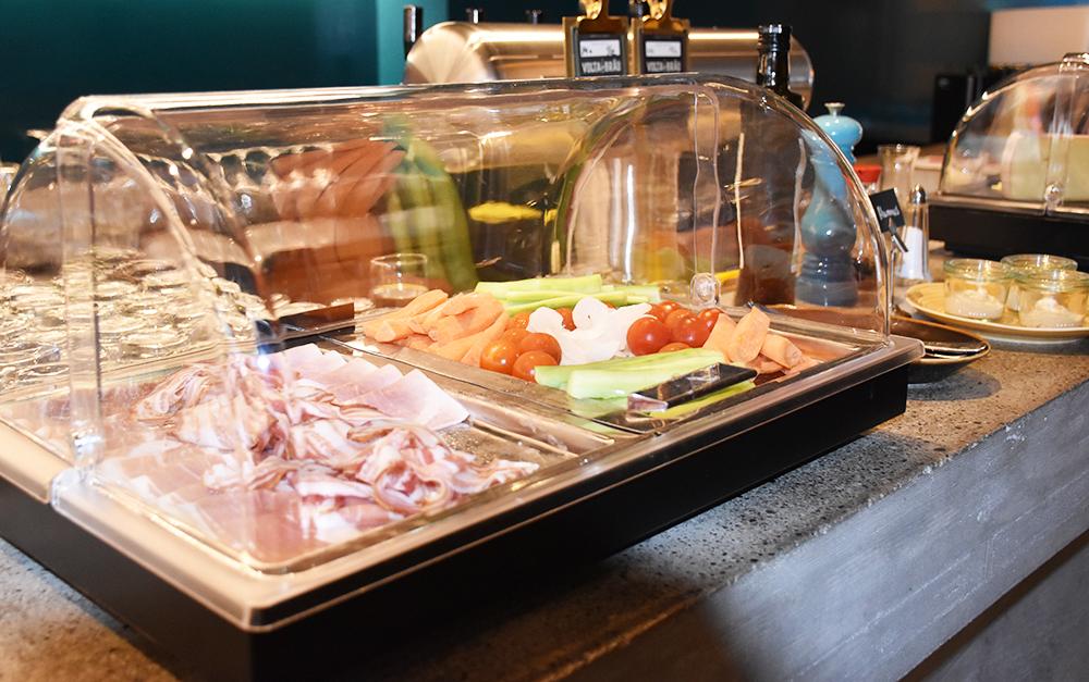 Hoteltipp Nomad Basel Wurstwaren zum Frühstück