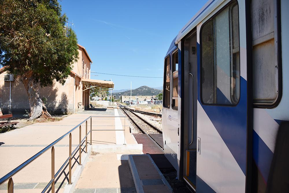 Reisetipps Korsika Train des Plages am Bahnhof Ile Rousse