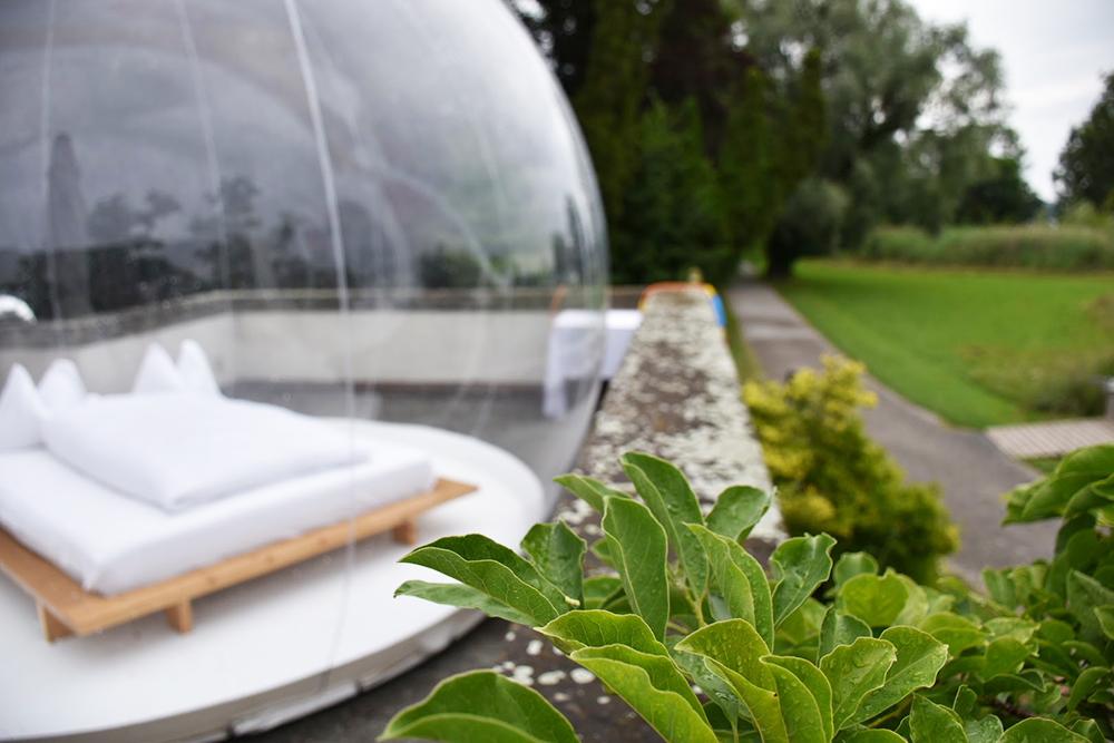 Thurgauer Bubble-Hotel Blick aufs Schlafzimmer