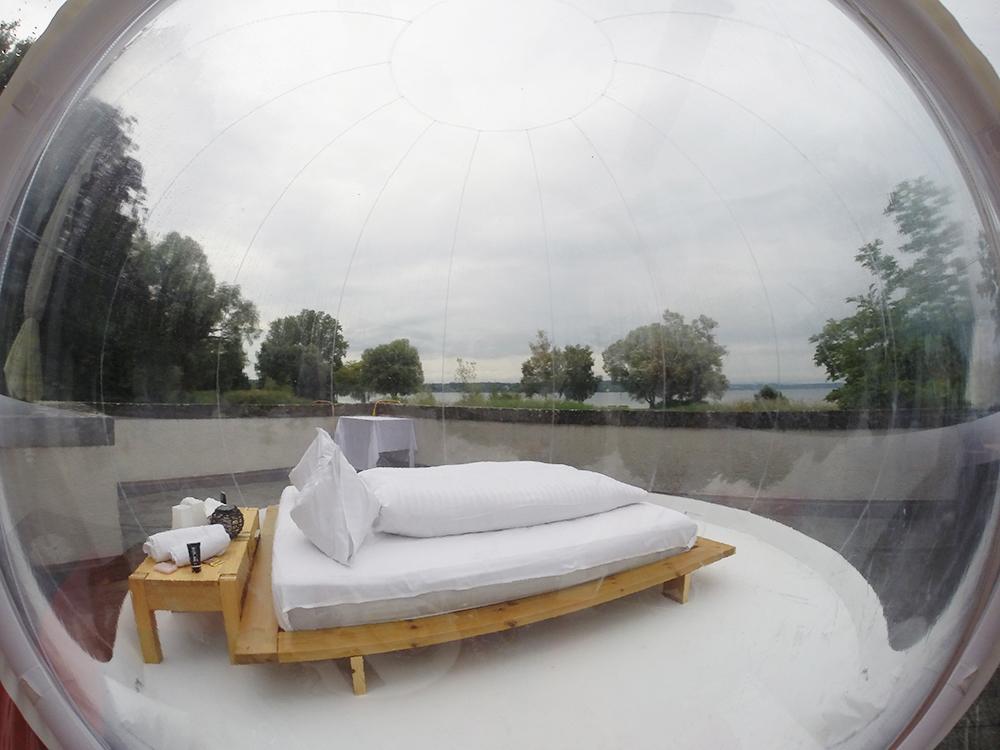 Thurgauer Bubble-hotel Blick vom Schlafzimmer auf den Bodensee