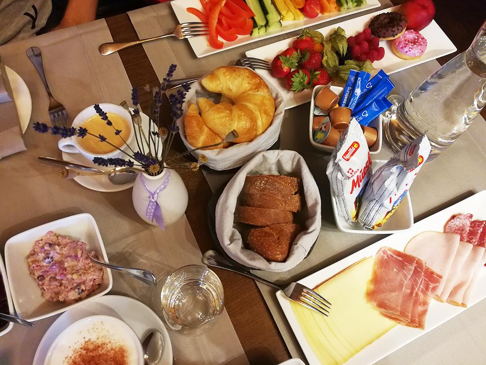 Thurgauer Bubble-Hotel Frühstück im Restaurant Schloss Seeburg