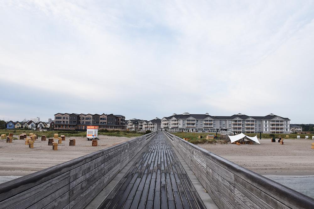 Beach Motel Heiligenhafen Blick von der Seebrücke aufs Beach Motel