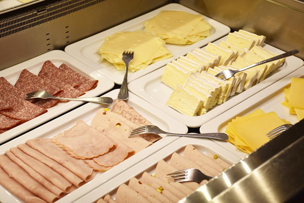 Beach Motel Heiligenhafen Käse und Wurst zum Frühstück