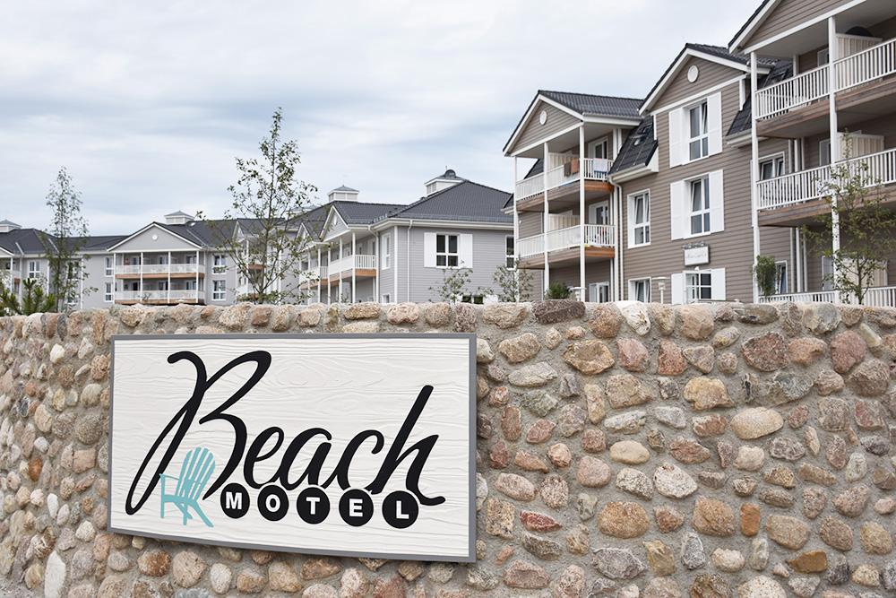Beach Motel Heiligenhafen Schild am Eingang
